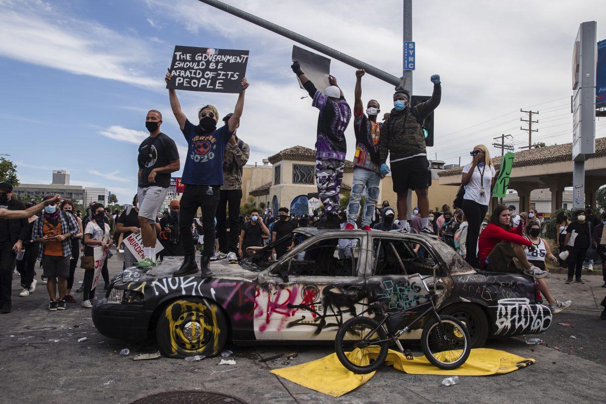 Revuelta mundial contra la policía